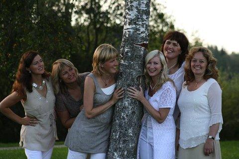 Vokalgruppa Mezzo består av: (f.v.) Anita Myrmæl, Grete Mørch, Turi Rødset Theimann, Anne-Karine Kjuus, Hildur Aune Austrheim og Linn Oprea. I tillegg er Tone Næss på vei inn i Mezzo.
