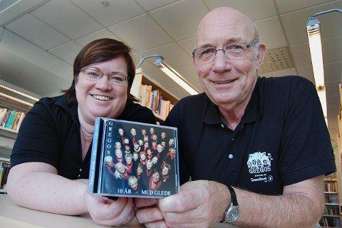 Far og datter Per Jørgen Lie og Hanne Mortensen Lie er stolte av albumet som markerer Gregos ti-års jubileum. FOTO: GRO B. RØILAND