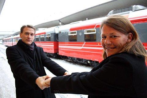 Fra Oslo S vil søsknene Ildri og Kårstein Eidem Løvaas ha dobbeltspor hver sin vei. – Men både nord, vest og øst bør egentlig bygges ut, sier de. FOTO: TORBJØRN ENDAL