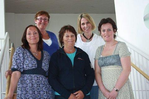 Flere av sykepleierne som har fullført den helt nye utdannelsen er fra mossedistriktet. Første rekke fra venstre Grethe Kaspersen (Våler sykehjem/Råde sykehjem), Åse Nilssen (Ryggeheimen sykehjem), Laila Strand Nilsen (Hjemmesykepleien Råde); Andre. rekke fra venstre Jorid Johansen (Ryggeheimen sykehjem), Trine Hagen (Ryggeheimen sykehjem).