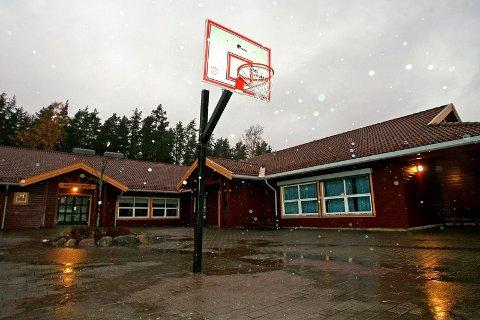 Kommunen hadde ikke råd til å sende elevene ved Ringvoll skole til Hobøl kirke for å delta på årets julegudstjeneste. Da skolen i stedet planla å arrangere gudstjenesten på skolen, satte noen foreldre foten ned.