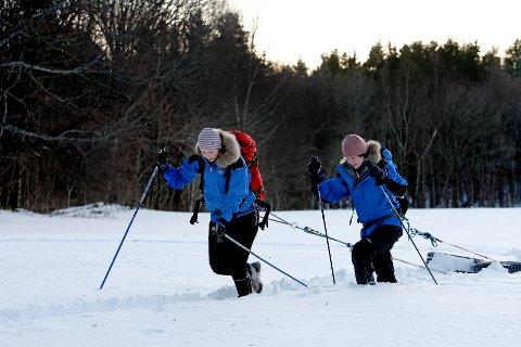Med seg på de 600 kilometrene over innlandsisen på Grønland får Solveig Nordstrand selskap av blant andre Marie Pedersen (32), Hennings søster.