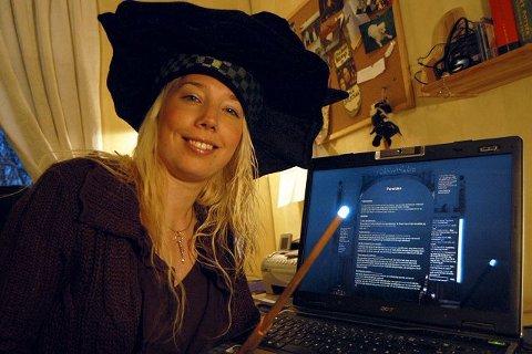 <B>MAGI:</B> Anica Seljestad Henriksveen fra Notodden svinger tryllestaven som professor McSnurp når hun sørger for en magisk halvtime i TV2s nye ungdomsprogram Waschera i morgen ettermiddag.