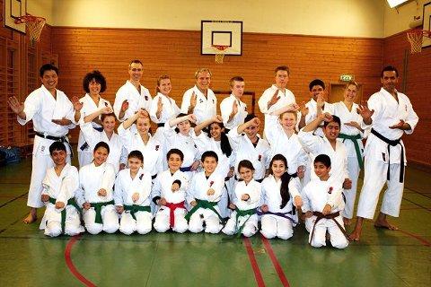 Tsunami karateklubb har rundt 100 aktive medlemmer, og trener tre ganger i uka på Toppåsen skole. Klubbens hovedtrener er også landslagstrener, og heter Sensei Poh Lim (bak t.v.).