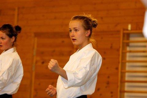 Karate trener hele kroppen, både fysisk og mentalt. Her er Rakel T. Kosmo (15) fra Toppåsen fullt konsentrert.