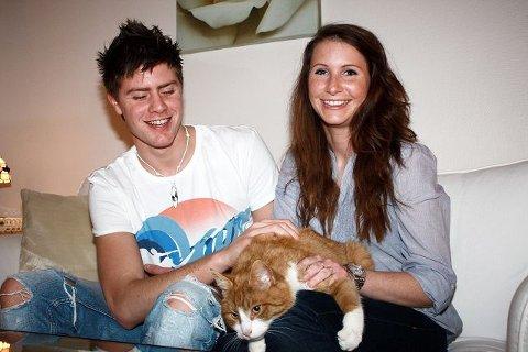 Familieidyll: Tom Andre Korsmo (22) og Ida Andersen (24) er glade for å ha pelsdotten tilbake .