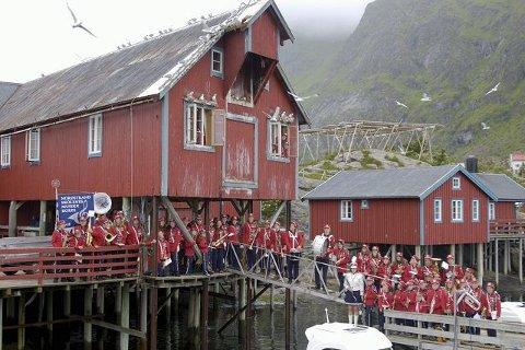 Fiskevær: Korpset oppstilt under det som en gang var fiskemottak og salteri under Lofotfiske. I dag er det innredet til overnatting som en del av Å Vandrerhjem.