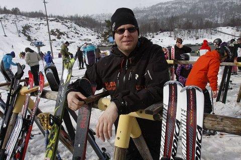 Sol likevel? Ingen trengsel i skiheisene mandag, men det er ikke før onsdag at Lars Reidar Fosstveit i Sauda Skisenter venter – og håper – på påskerush. Foto: Frank Waal