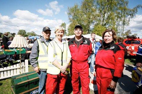 Arne B fra Høybråten, Bente Bastiansen fra Ljan, Stein Bastiansen fra Ski og Anne Kjær fra Kjeller er blant de 50–60 frivillige som jobber under bruktmarkedet.