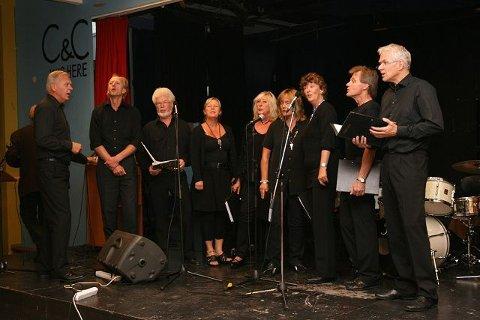 Swingtetten: Her ser vi alle. (fra venstre) Gunnar Jørstad (Dirigent), Knut Malde (Bass), Tore Foss (Bass), Anne Høibye (Alt), Aud Foss (Alt), Wenche Roksvold Hauge (Sopran), Trine Lein (Sopran), Per Tallang (Tenor), Ingar Bakken (Tenor).