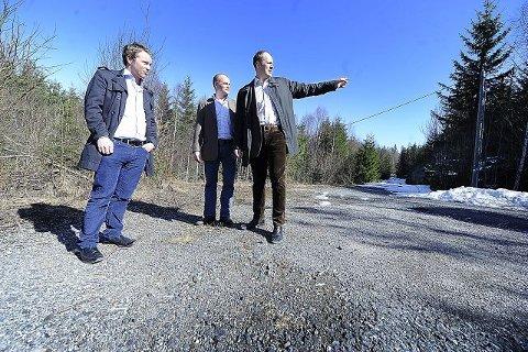 Prosjektleder Hans Jacob Låhne (til venstre) og partnerne Trygve H. Roald og Peder Nærbø i Bulk Eiendom vil utvikle Q4 til en lager- og logistikkpark tilpasset internasjonale krav. FOTO: CHRISTIAN CLAUSEN