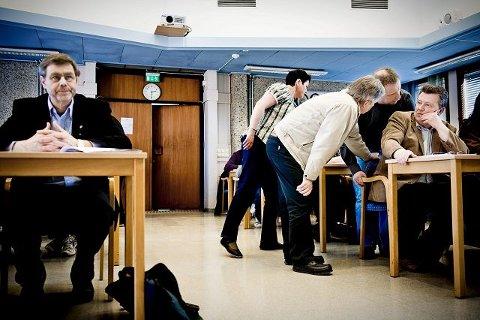 Bent Inge Bye (Ap) holdt seg i ro mens Frp med varaordfører Knut Gjerde i spissen diskuterte tapet av bystatus.