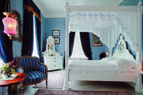 I «Det blå rommet» på Hotel Union Øye i Møre og Romsdal kan du bo sammen med spøkelset «Linda» – om du tør.