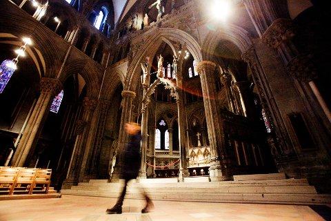 «Munken» i Nidarosdomen lever fremdeles i beste velgående – i folks bevissthet. Her sees oktogonen, kirkens åttekantede bakstykke, hvor det kuttekledde gjenferdet først skal ha blitt sett.