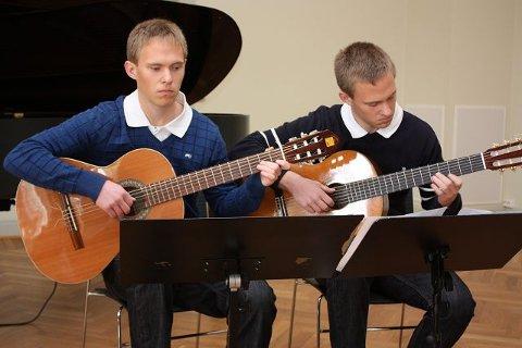 Tvillingbrødrene Jens og Lars Trandem (18).  FOTO: UNA OKSAVIK OLTEDAL