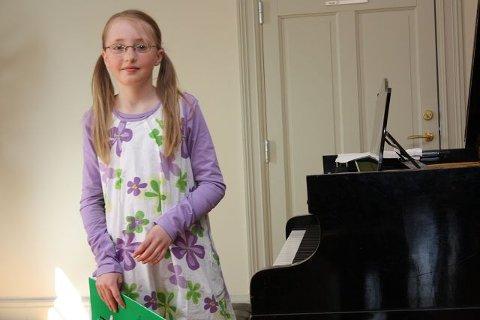 Ane Gundersen Aker (9) spilte Dimitrij Kabalevskys «Klovnen» på klaver. FOTO: UNA OKSAVIK OLTEDAL