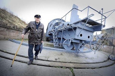 65 ÅR ETTER: Her sto Bernhard Magnussen også 12. mai for 65 år siden, sammen med resten av hjemmeverns- gruppa fra Drøbak. Nå er han èn av seks gjenlevende av 60 gruppemedlemmer. alle fOTO: CHRISTIAN CLAUSEN
