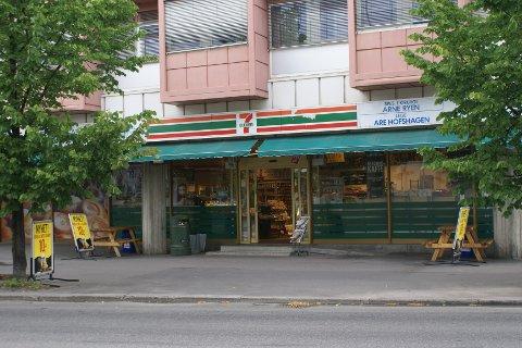 Enormt Østlendingen - – 7-Eleven-raneren kom med knivtrusler VN-79
