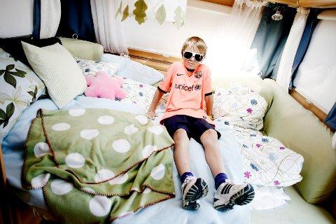 I campingvogna til Haakon Tronstad (12) og familien er standardtrekk og -gardiner byttet ut med mønstrete og fargeglade alternativer.