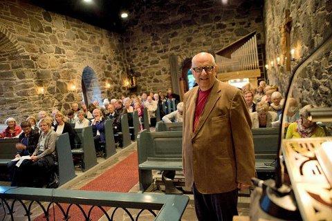 Løvøykapellet: Prest, Karsten Isachsen sto for preken ved olsokfeiring i Løvøykapellet. ALLE FOTO: EIRIK ASPAAS