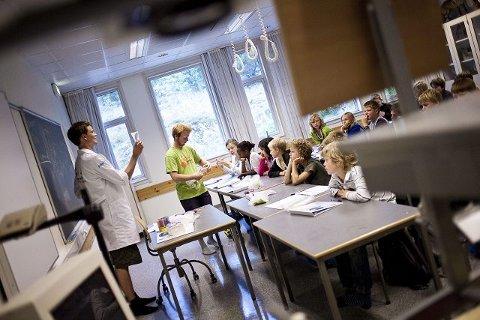 52 barn er på sommerskole i Langhus denne uken. Der er det gøy å lære!