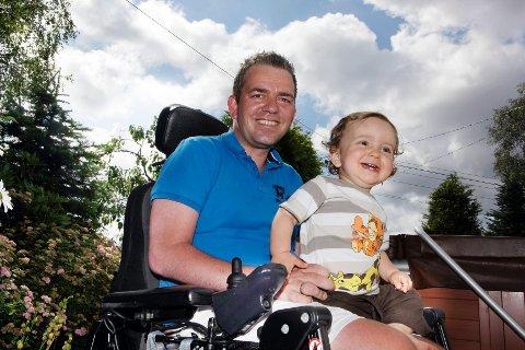 Ved hjelp av behandling fra amerikanske spesialister øyner nå Frank Våge håp om å bli frisk slik at han får se sønnen Jonas vokse opp.