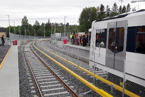 Her kommer den første banen inn på Bjørnsletta stasjon etter oppgraderingen.