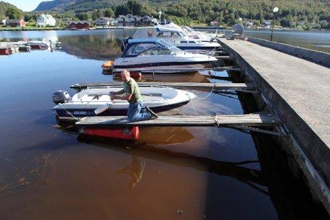 Ståle Jøtne i båthavna lørdag.