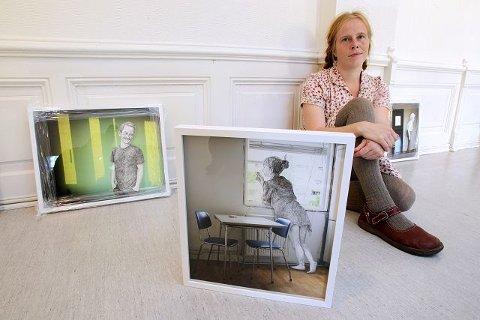 Lene Ask har bakgrunn fra fotografi og tegneserier. Nå har blandet sjangerne i utstillingen «Her bor jeg».