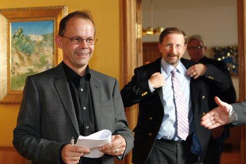 Sven Olsen og Petter Steen jr kunne glise bredt etter kommunevalget i 2007. Ett år før nytt valg, er det fortsatt all grunn til å glise etter siste meningsmåling.