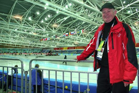 «Kolbotn-jentenes far» Tore B. Ramton døde natt til mandag. Her under OL i Torino i 2006 hvor han var overdommer for skøyteløpene. FOTO: ROLF-OTTO ERIKSEN
