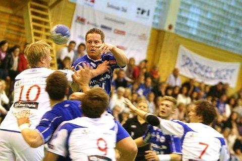 Henrik Eriksen satte et par straffer, men trengte ikke å bidra så mye offensivt mot VIF.