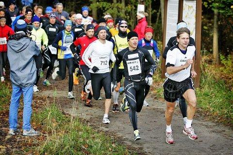 Mange deltagereMange ivrige maratonløpere møtte opp på FIF-huset lørdag for Fredrikstad Maraton.Alle foto: Kent-Inge Olsen