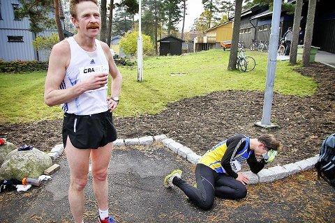 TøffingOdd Gunnar Tveit får i seg litt væske etter en hard maraton.