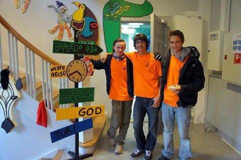 IB elever fra Ås videregående skole stilte som verter på de ulike verkstedene. F.v: Eric Mattisrud, Hans Fredrik Schippert, Amund Linnerud.