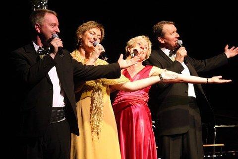 Vokalt Selskap under slippkonserten i Rådhusteatret tidligere i år. Fra venstre: Morten Waibel Ernø (tenor), Sigrid Langholen (mezzo), Idun Thorvaldsen (sopran) og Arne Moe Tvedt (bass). Under konserten i Rådhusteatret i kveld utvides gruppen med to nye stemmer. FOTO: HENRIK AASBØ