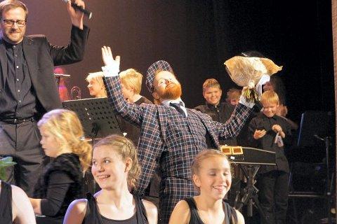 Det var all grunn til å juble og le da Ravi sto på scenen med storkorpset. alle foto: Camilla tryggestad visjø