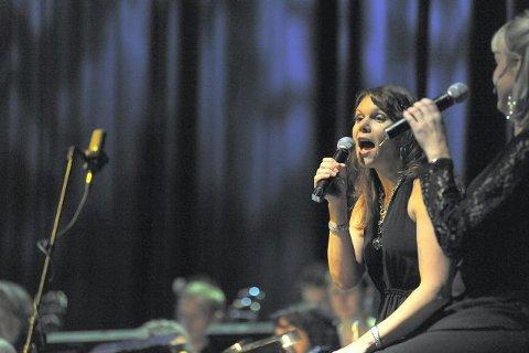 Tone Jenny Næss her i duett med Turi Rødset Theimann.
