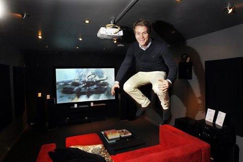 Kristian Johansen har gjort klart rommet hvor filmtitterne skal sitte – kanskje i flere døgn. FOTO: BJØRN V. SANDNESS