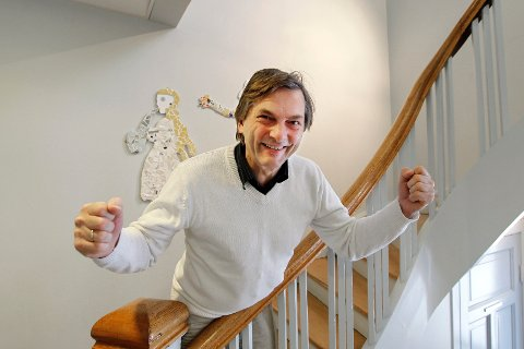 Kulturskolerektor Alexander Krohg Plur har grunn til å hoppe av glede. Nærmere en million kroner av de stalige prosjektmidlene går til Kulturskolen i Ås. FOTO: BJØRN V. SANDNESS