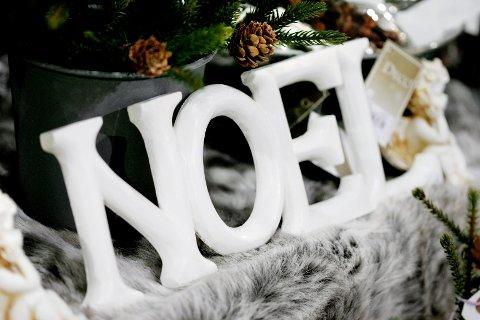 Bokstaver brukes ofte i shabby chic-hjem, og litt mer stil blir det med franske «noël» framfor bare «jul».