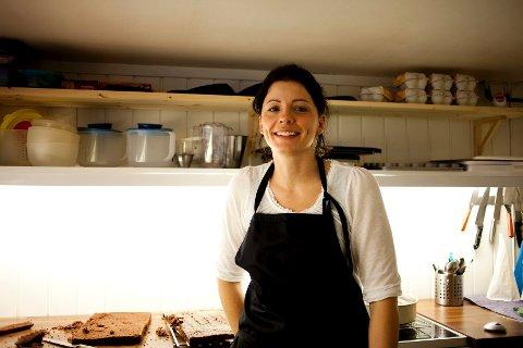 Mirjam Ødegård driver bakeriet Kakemomsen i kjelleren i eneboligen sin.
