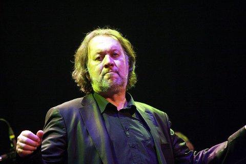 Bjørn Eidsvåg begeistret publikum i Rådhusteatret - det skulle da bare mangle, han hadde øvd 28 ganger på denne konserten. BEGGE FOTO: HENRIK AASBØ