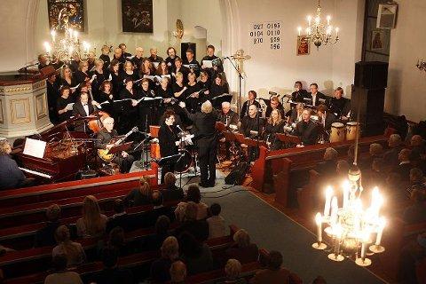 På grunn av den store interessen inviterer Nesodden-Frogn kammerkor til to konserter i Frogn kirke lille julaften. Den siste konserten blir en midnattskonsert.