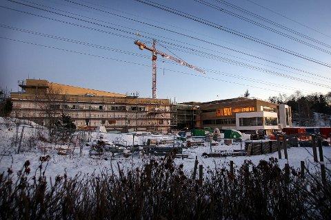 Saken om høyspentledningene ved Nøkkeland skole har ført til mye debatt i mossedistriktet.