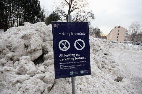Det er ingen tvil om hva som skjer om noen parkerer nedenfor Lambertseter fritidklubb. Hva som blir konsekvensene for Obos sin ulovlige snødumping er ennå uvisst.