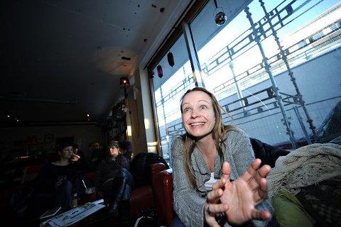 - Kvinner har mange interessante historier fra sine liv, mener instruktør Helen Bjørneby.