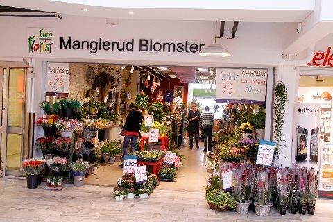 Nylig fikk Manglerud blomster seks ukers frist til å pakke ned butikken på Manglerud senter. Forfatteren av innlegget mener Obos burde betale de ansattes lønn i oppsigelsestiden.