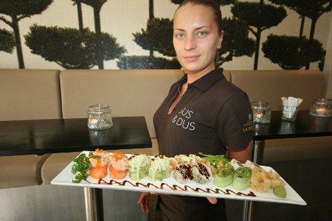 I dag åpner Sus & Dus i Storgata. Servitør Julia kan friste med lekker sushi.