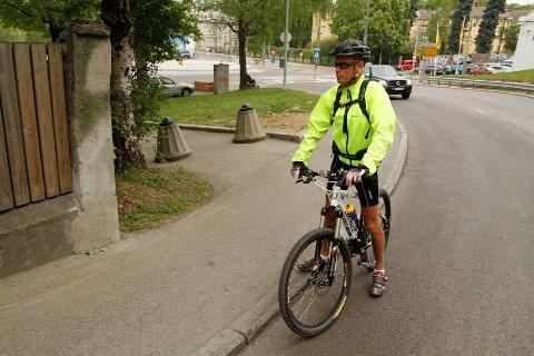 Tor Bru ble selv påkjørt i Kongsveien på mandag, nå frykter han at det skal skje en alvorlig ulykke.
